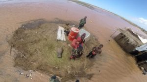 Marinha resgata mulher Moçambique 3