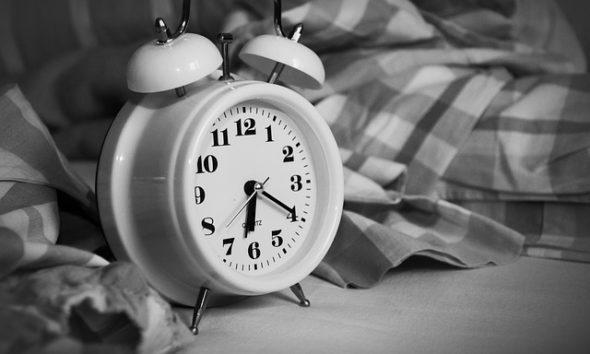 Relógio despertador hora